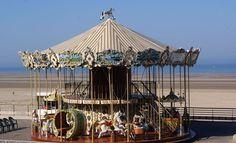 Manège à Berck - Berck (Pas-de-Calais) — Wikipédia Calais, Kayak, Ski, Carousel, France, Fair Grounds, Travel, Horse, Voyage
