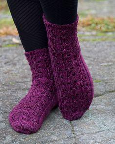 Ulla 03/08 - Ohjeet - Kukkasillaan Lace Socks, Drops Design, Knitting Socks, Knitting Patterns, Slippers, Stockings, Legs, Crochet, Beautiful