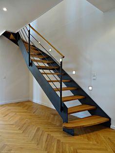 Wangentreppe WAT 3800 - http://smg-treppen.de/wangentreppe-wat-3800/ Die Wangentreppe WAT 3800, in Stahl und geölter Eiche, ist eines der Highlight einer komplett renovierten Kreuzberger Maisonettewohnung.