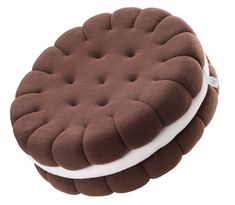 Sandwich cookie pillow - Crafti This handmade sandwich cookie pillow is a very tasteful decoration. Perfect gift for someone who likes sweets or admires original decorations. Funny Pillows, Cute Pillows, Diy Pillows, Throw Pillows, Food Pillows, Hobbies And Crafts, Diy And Crafts, Oreo, Creation Deco