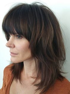 Best Variations of a Medium Shag Haircut for Your Distinctive Style. Medium shag haircuts, what can be more popular these days? Medium Shaggy Hairstyles, Shaggy Haircuts, Shag Hairstyles, Haircuts With Bangs, Layered Haircuts, Straight Hairstyles, Hairstyles 2018, Medium Shaggy Bob, Shaggy Layered Haircut