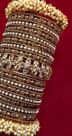 Bridal Jewelry A Wedding Tradition Fancy Jewellery, Stylish Jewelry, Fashion Jewelry, Indian Bridal Jewelry Sets, Bridal Bangles, Gold Bangles, Mehndi, Indiana, Hand Jewelry