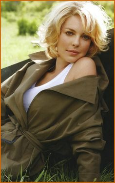 Katherine Heigel...if I ever cut my hair short, this will be my haircut. I love it!