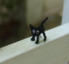 winzige häkeln hässliche schwarze Katze