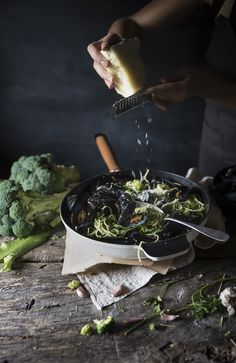 BIGOLI WITH MUSSELS, BROCCOLI AND PECORINO CHEESE  food  photography, food styling, learn food photography