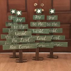 Christmas Trees from repurposed pallets Pallet Christmas Tree, Christmas Wood Crafts, Christmas Signs Wood, Noel Christmas, Outdoor Christmas Decorations, Rustic Christmas, Christmas Projects, Holiday Crafts, Diy Weihnachten