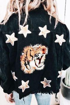 GOOISCH stijlvol office looks statement jacket casual tiger GOOISCH stijlvol office looks statement jacket casual tiger stars denim jacket spijkerjas The post GOOISCH stijlvol office looks statement jacket casual tiger appeared first on Denim Diy. Spring Dresses Casual, Casual Dress Outfits, Casual Summer Outfits, Fall Outfits, Cute Outfits, Fashion Outfits, Hijab Outfit, Casual Fall, Diy Fashion