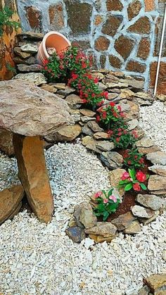 Simple, easy and cheap DIY garden landscaping ideas for front yards and backyard. - Simple, easy and cheap DIY garden landscaping ideas for front yards and backyards. Front Yard Landscaping, Landscaping Design, Landscaping Rocks, Front Yard Decor, Luxury Landscaping, Outdoor Landscaping, Landscaping Plants, Black Rock Landscaping, Corner Landscaping Ideas