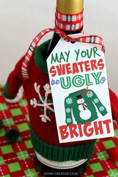 Don't show up to the Ugly Christmas Sweater Party empty handed!! Use one of these Free Ugly Sweater Gift Tag Printables for a gift for the hostess. Tie it to a bottle of wine, a gift bag or use it to style your appetizer plate!   OHMY-CREATIVE.COM