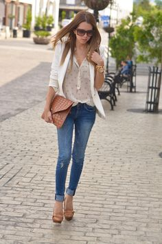 """OFS STYLING TIPS: HOW TO WEAR THE WHITE BLAZER FOR CASUAL DAYS. 1. Wear it with denim shorts 2. With a printed summer dress 3. with silk shorts 4. with jeans and printed top/ 1. Úsalo con shorts de mezclilla, 2. con un vestido de verano estampado, 3. con shorts de """"seda"""", 4. con jeans y un top estampado http://ourfavoritestyle.com"""
