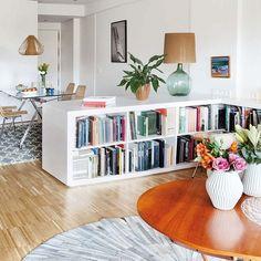 25 Creative Ideas for using Bookshelves as Room Dividers – Bookshelf Decor Home Living Room, Interior Design Living Room, Living Room Decor, Living Spaces, Interior Livingroom, Decor Room, Dining Room, Home And Deco, Room Inspiration