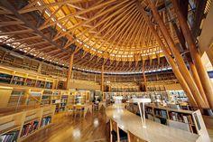 世界には美し過ぎる建築が施された図書館を以前ご紹介いたしましたが、国内を見渡すと世界に負けない程個性的でユニークな図書館が数多くあります。 今回は、そんな国内の美し過ぎる図書館を5つご紹介いたします。 #1 国際教養大学/秋田県秋木スギをふんだんに使い、温もりが随所で感じられる図書館が、「国際教養大学」の図書