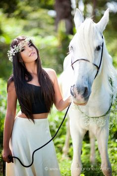 So beautiful. Here you relax with these backyard landscaping ideas and landscape design. Horse Girl Photography, Modern Photography, Senior Photography, Book 15 Anos, Beautiful Arabian Horses, Foto Casual, Family Picture Outfits, Animal Magic, Horse Love