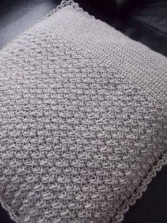 Gehaakte kussenhoes (met link naar gratis patroon) / crochet cushion (with link to free pattern)