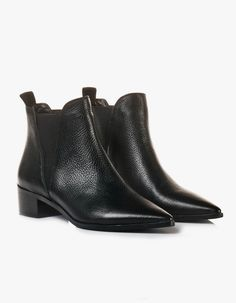 With a pointed toe and chunky heel, there is no doubt that the NY Pointed Boot is the perfect combo of class Work Fashion, Chunky Heels, Black Boots, Chelsea Boots, Winter Fashion, Shoes, Style, Thick Heels, Winter Fashion Looks