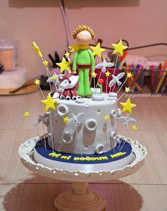 Hepimizin sevgilisi Küçük Prens⭐️ Ekranı kaydırarak Küçük Prensin yakın fotoğrafını da görebilirsinizduygumasali.com #küçükprens #küçükprenspasta #pasta #dogumgunupastasi #butikpasta #edirne #handmade #sekerhamuru #edirnepasta #edirnebutikpasta #fondantcake #cake #sweet #dessert #delicious #yummy #like #love #lepetitprince #lepetitprincecake #cartooncake #cizgifilmpasta