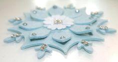 Un semplice cristallo di neve in feltro, decorazione per pacchetti, finestre, tovaglie!