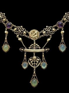 British Arts & Crafts necklace 'The Apollo' by Henry Wilson, gold, chalcedony and amethyst, c. 1904