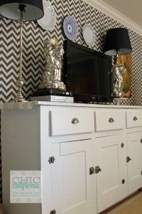 DIY Fabric Wall Treatment- Great for Renters...not chevron but a grass cloth looking fabric