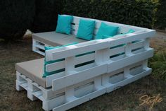 Pallet lounge lulatsch (large): balcony, veranda & terrace of paletten-style - Im Freien - Balcony Furniture Design Pallet Garden Furniture, Balcony Furniture, Pallets Garden, Wood Pallets, Outdoor Furniture Sets, Furniture Ideas, Furniture Outlet, Furniture Stores, Home Furniture