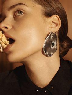 ALL_BLUES Egg white earring (single)