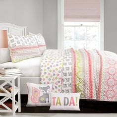 The Lush Decor Fox ruffle Striped Reversible Quilt Set offers a variety of prints and bright colors to update your decor. With intricate patterns of geometric shapes and adorable foxes, this quilt set will liven up any bedroom. Cama Floral, Fox Quilt, Geometric Flower, Geometric Shapes, Striped Quilt, Simply Shabby Chic, Floral Bedding, Twin Quilt, Queen Quilt