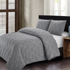 The Style Quarters Cleo Quilt Set will bring a touch of modern beauty to your bedroom with its simple, interlocking geometric patterns. Welcoming and neutral, the set includes coordinating pillow shams that will blend beautifully with any decor. King Quilt Sets, Queen Quilt, Most Comfortable Sheets, King Pillows, Pillow Shams, Online Bedding Stores, Affordable Bedding, Bed Styling, Cool Beds