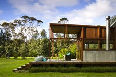 Solar-Powered Great Barrier House Fuses Modern Technology and Island Life