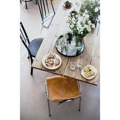 Grei utsikt fra hemsen 😇 God søndag! 😘 Foto: @mint_agency #marissjokoladefabrikk #loppisfunn #gjenbruk #smarteløsninger #smallspaceliving… Table Settings, Place Settings, Tablescapes