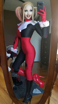Character: Harley Quinn (Dr. Harleen Quinzel) / From: DC Comics 'Harley Quinn' & DCAU's 'Batman: The Animated Series' / Cosplayer: Keyana Young (aka Kitty Young) / Event: San Diego Comic-Con (2016)