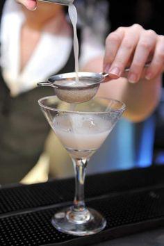 Bartender, The Secret, Vodka, Champagne, Drinks, Tableware, Drinking, Beverages, Dinnerware