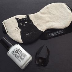 """@altarpdx op Instagram: """"Some Fridays you go out. Some Friday's you stay in with your cat and paint your claws. Adorable new sleep masks from @smithriverapparel"""""""