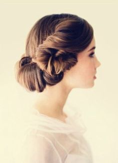 I highly doubt her hair is shoulder length but this is cute! simple updos for shoulder length hair