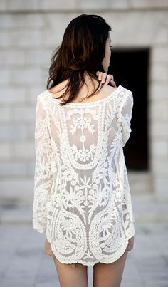 Open lace back. Love! #fashion #lace #white