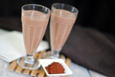 Sinterklaas smoothie van banaan, cacao poeder, speculaaskruiden en yoghurt