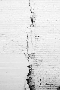 white brick wall - great textures and lines here Shades Of White, Black And White, Black Art, Foto Macro, Backgrounds Wallpapers, Broken White, White Brick Walls, White Bricks, Stone Walls