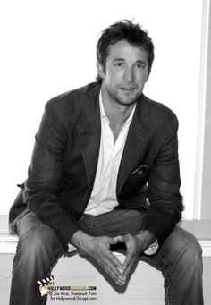Noah Wyle...I miss Dr. Carter on ER so much!!!