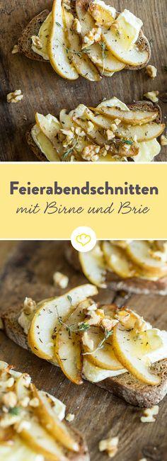 Statt klassischem Käsebrot gibt es heute kleine Schlemmerschnitten mit herzhaftem Brie, fruchtiger Birne, süßem Honig und gerösteten Walnüssen.