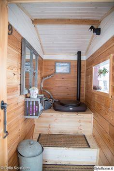 Hurmaava huussi - Sisustuskuvia jäseneltä LeilaKoistinen - StyleRoom Guest House Shed, Cabin Decor, Summer House, Cozy Cottage, Country Cottage, Cabin Design, Outhouse Decor, Vacation Home, Cabin Plans