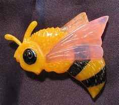 Buzzzzzing Bakelite Honey Bee pin. Oh my god I need this!
