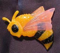 Buzzzzzing Bakelite Honey Bee pin. Oh my god I need this!