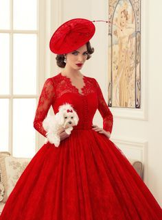 Wow!! A stunning 1950s style ballgown.