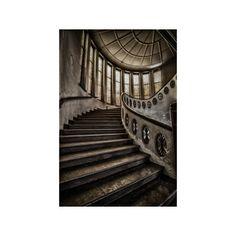 www.avontuuraandemuur.nl  Achter elke foto schuilt een verhaal… een verleden…. iets mysterieus… Geschiedenis, oude architectuur, verlaten schoonheid…  Laat je fantasie de vrije loop en beeld je in hoe het ooit is geweest…   Als u op zoek bent naar rauwe, maar toch stijlvolle en originele wanddecoratie die tot ieders verbeelding spreekt en in elk interieur thuis is, dan bent u bij Avontuur aan de muur aan het juiste adres.