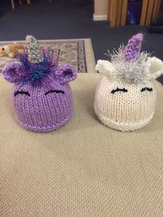 Unicorns can be any colour 💕 Christmas Knitting Patterns, Knitting Patterns Free, Free Knitting, Baby Knitting, Loom Knit Hat, Loom Knitting, Knitted Hats, Unicorn Knitting Pattern, Chocolate Easter Bunny