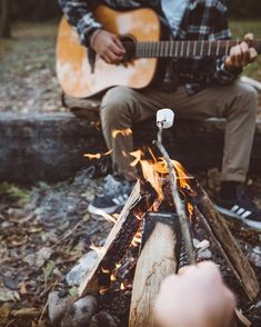 Would you like to go camping? If you would, you may be interested in turning your next camping adventure into a camping vacation. Camping vacations are fun Camping Ideas, Camping Hacks, Camping Bedarf, Winter Camping, Beach Camping, Camping World, Camping Essentials, Camping With Kids, Family Camping