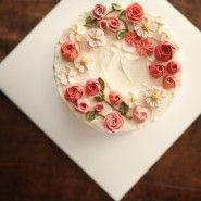 3rd I am custom-made flower cake 새벽 일찍 출근길은 조금 시원해진 날씨에 기분이 좋아지는 월요일 아...