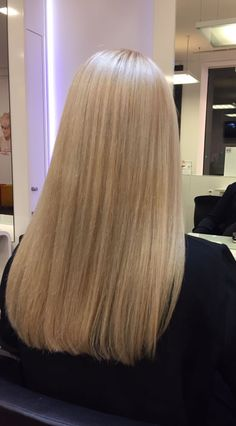 Cold light blonde long hair with highlights by Marie @perfectcolorworld Köln Ebertplatz