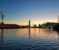 Sun rise or sun set? New York Skyline, Sunrise, Buildings, Nature, Travel, Naturaleza, Viajes, Sunrises, Trips