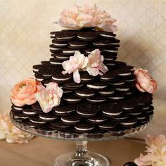 Oreos have never looked as good as this . all dressed up and ready for wedding bells to start ringing! Check out how easy it is to put together the Oreo wedding cake of your dreams. We bet you can't guess just how many packages of Oreos it takes to pu Oreo Wedding Cake, Square Wedding Cakes, Floral Wedding Cakes, Unique Wedding Cakes, Wedding Cake Designs, Wedding Cupcakes, Wedding Desserts, Wedding Ideas, Oreos