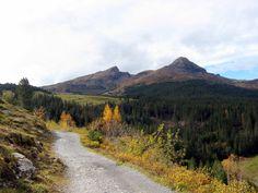 Looking back from the Alpiglen trail from Kleine Scheidegg, Switzerland